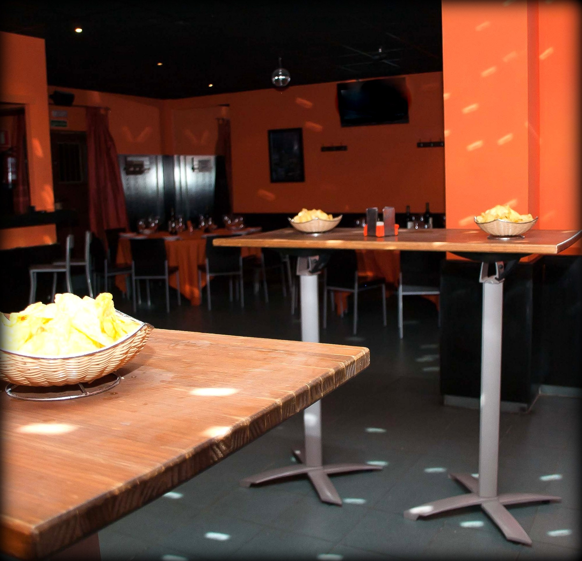 La alternativa las rozas restaurante bar de copas disfruta distintos ambientes seg n la hora - Spa las rozas ...