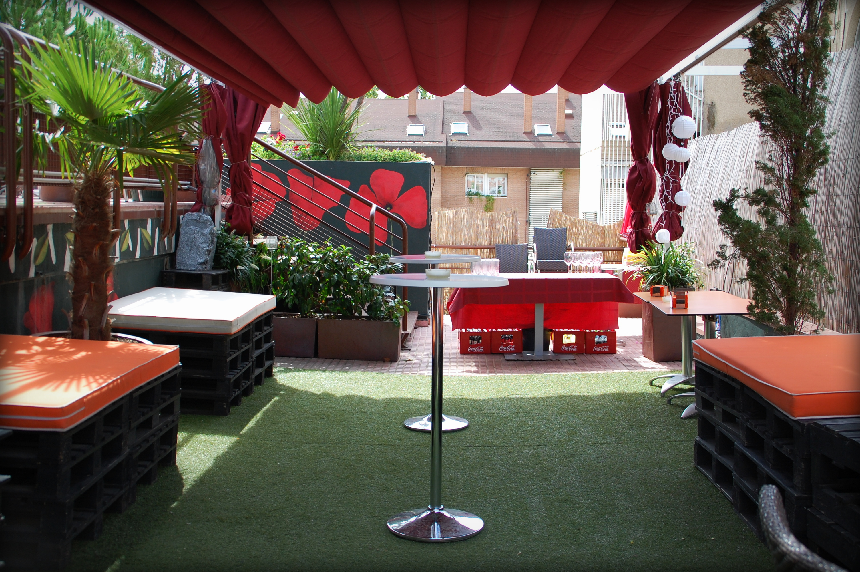 La alternativa las rozas restaurante bar de copas for Terraza chill out